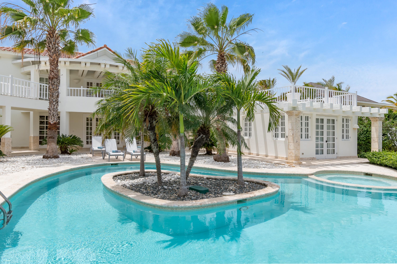 Villa Blanca Swimming Pool & Jacuzzi