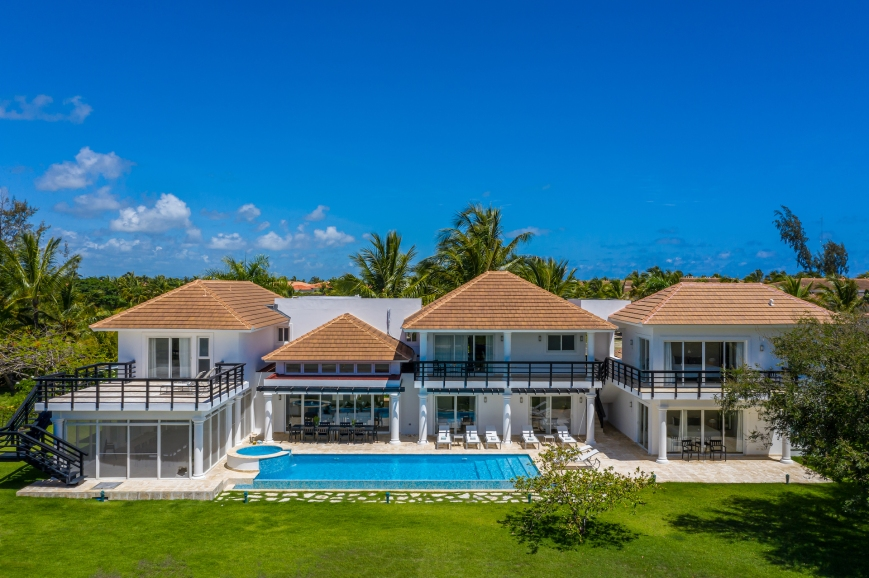COCOTAL MANSION LAKE VIEW VILLA PUNTA CANA DOMINICAN REPUBLIC